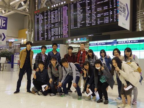 初日空港集合写真.JPG